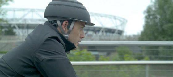 La chaqueta para ciclistas que hace de GPS y avisa a otros vehículos